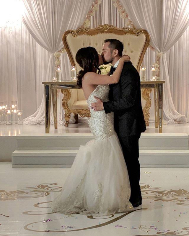 #firstdance . . . . #houstonwedding #houstonweddingplanner #brideandgroom #sayido #husbandandwife #bride&groom #husband&wife #wedding #weddingdecor #bride #groom #weddingdecorations #houstonweddingplanning