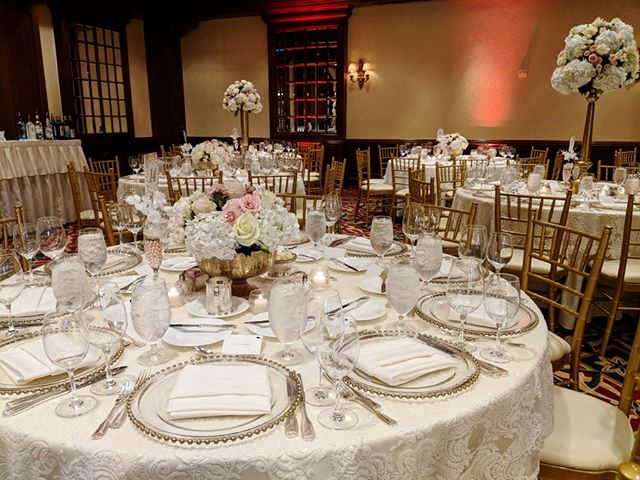 Beautiful #tableset by @thehoustonianhotel . . . #houstonwedding #houstonweddingplanner #brideandgroom #sayido #husbandandwife #bride&groom #husband&wife #wedding #weddingdecor #bride #groom #bouquet #weddingflowers #centerpiece #tableset #tablesetting #weddingtables #weddingdecorations