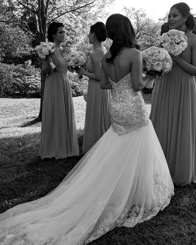 Just a candid moment I got between photos. I love the back of her dress! 🤩 . . . #houstonwedding #houstonweddingplanner #brideandgroom #sayido #husbandandwife #bride&groom #husband&wife #weddingdress #wedding #weddingdecor #bride #groom #bouquet #weddingflowers #bridalparty #bridesmaids #groomsmen