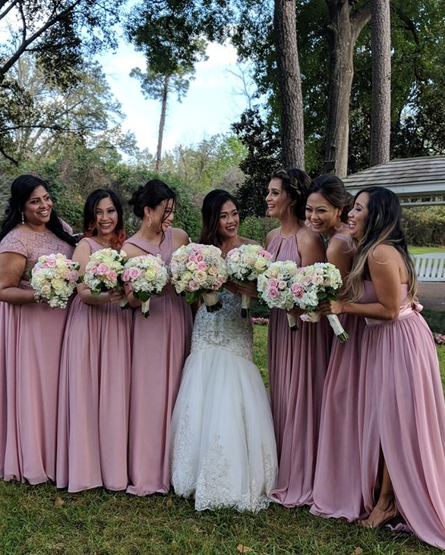 Beautiful bridesmaids . . . #houstonwedding #houstonweddingplanner #brideandgroom #sayido #husbandandwife #bride&groom #husband&wife #weddingdress #wedding #weddingdecor #bride #groom #bouquet #weddingflowers #bridalparty #bridesmaids