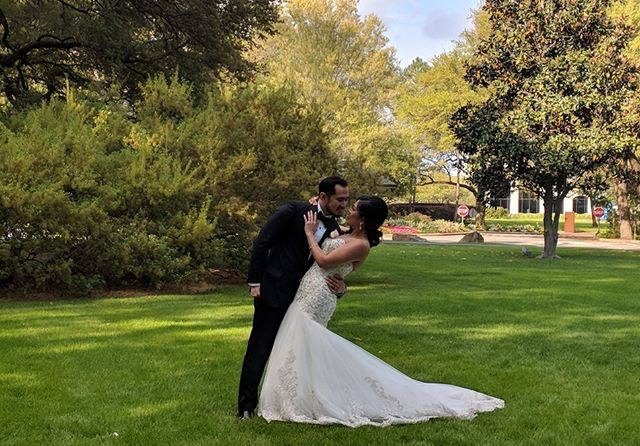It seriously looks like they are in the middle of a painting, I can't believe how perfect the weather was for their photos 😍 . . #houstonwedding #houstonweddingplanner #brideandgroom #sayido #husbandandwife #bride&groom #husband&wife #weddingdress #wedding #weddingdecor #bride #groom