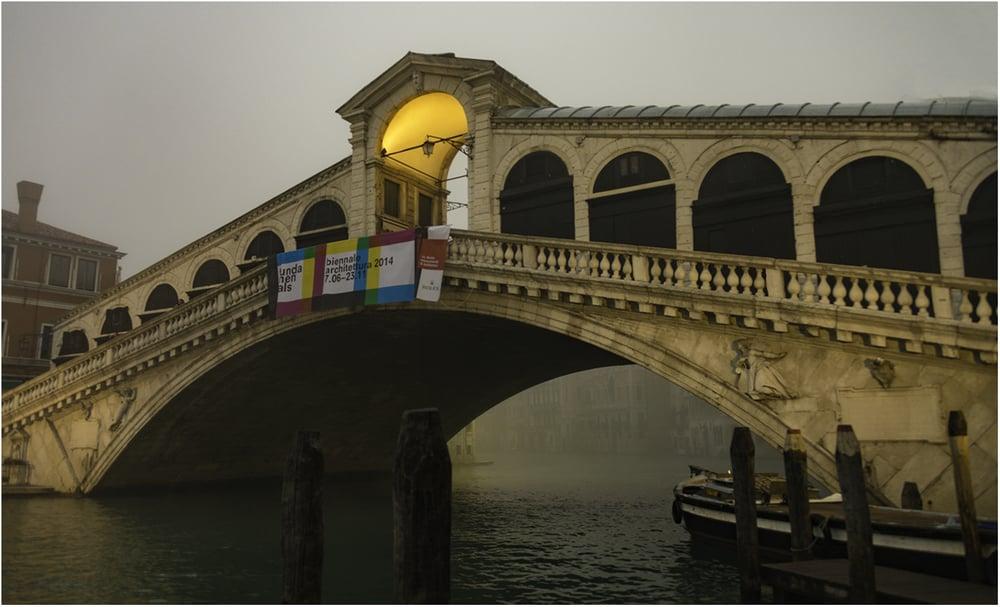 Мост Риальто - самый старый мост в Венеции, который построенв самом узком месте Гранд-канала