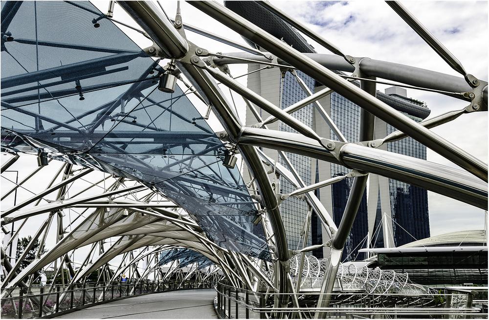 "Мост ""Helax"" в Сингапуре. Длина моста - 280 м, а длина металлических конструкций - почти3 км!"