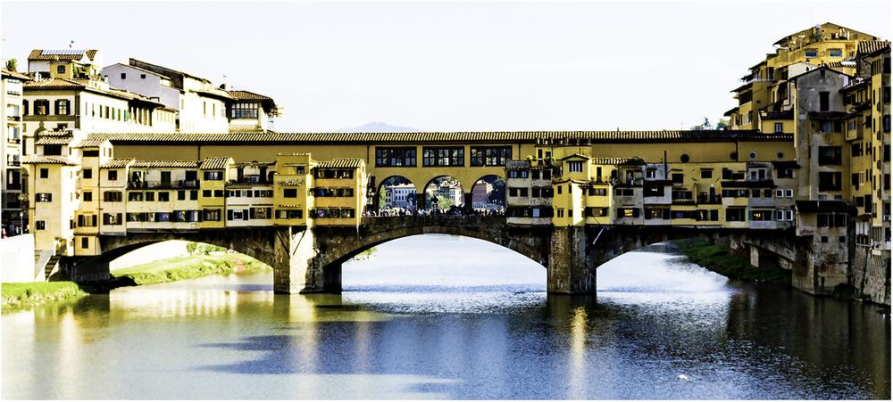Понте-Веккьо - самый первый мост во Флоренции, он сохранил свой первозданный облик до наших дней с 1345 г.