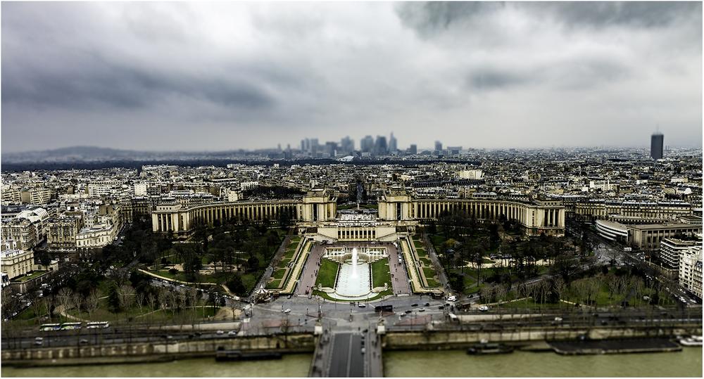 Дворец Шайо с верхнего этажа Эйфелевой башни