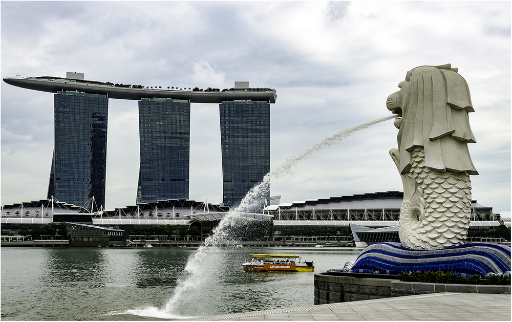 Символы Сингапура: Мерлион и отель Marina Bay sands