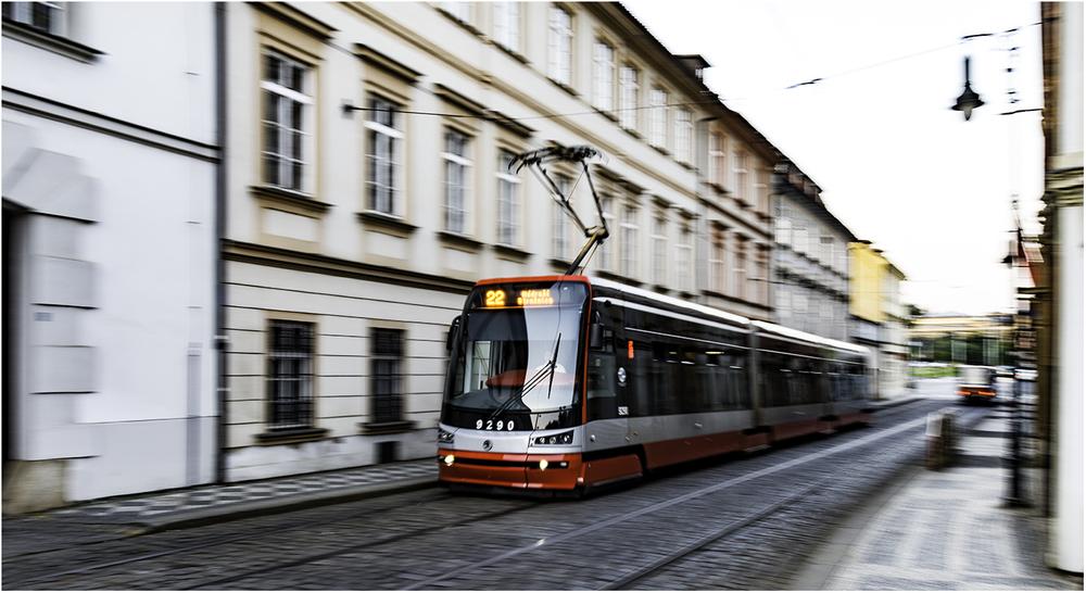 Современный Пражский трамвай Skoda 15T (2009 г.в.)
