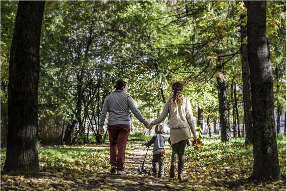 `Счастливая семья на прогулке