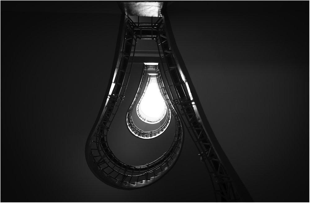 Лестница - лампа. Кафе Opium в Праге. Яна 100% уверен, что вы проходили мимо 1000 раз