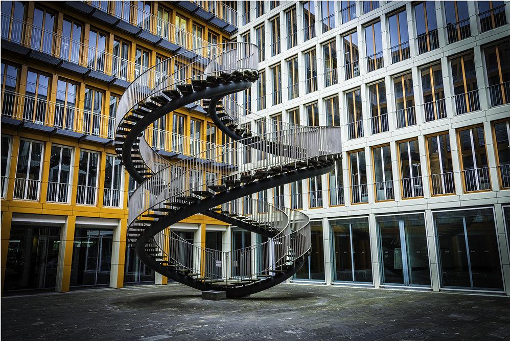 Вот такая петля в Мюнхене. А вокруг - офис KPMG