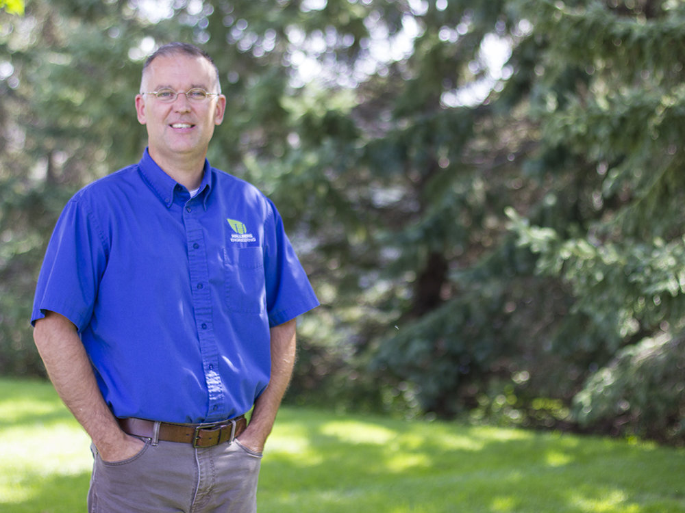 Kyle Simonson - MECHANICAL DEPARTMENT MANAGERKyle first joined HEI in 1988 as a designer. Kyle has specialized expertise in designing mechanical systems for educational facilities across Minnesota. Kyle also oversees the Mechanical Department.When not at HEI, I enjoy: Reading & watching TV.
