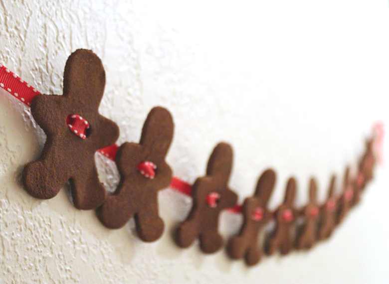 DIY gingerbread decoration garland
