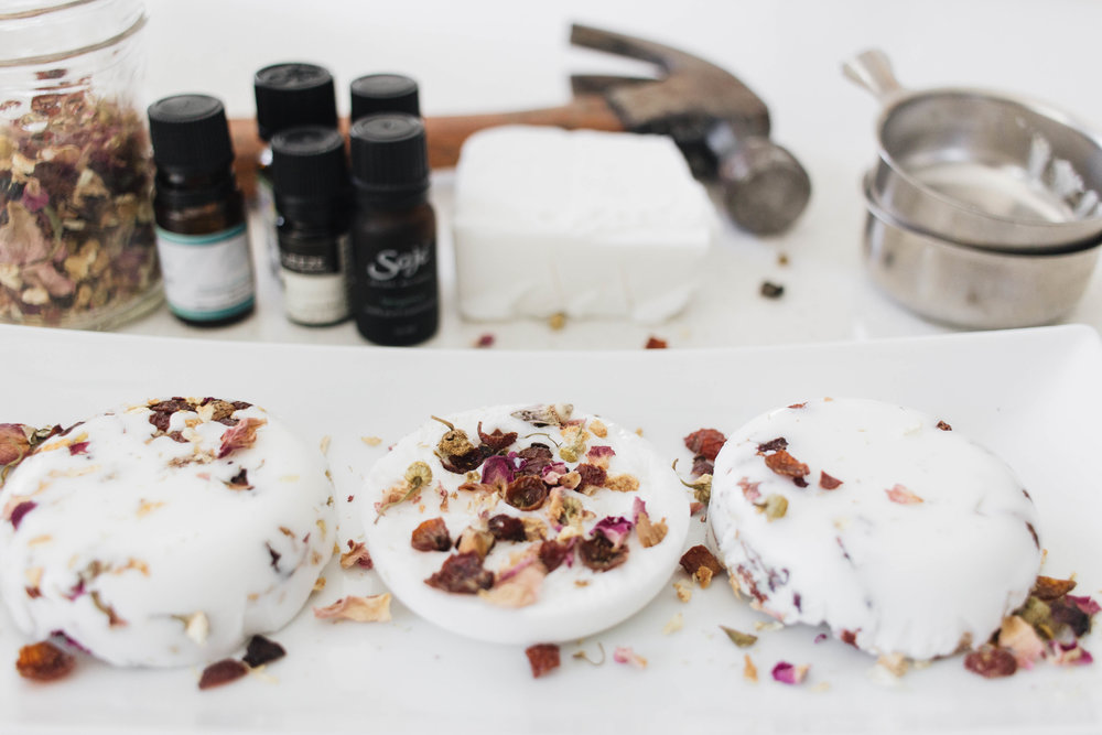 diy-soap-with-essential-oils-dried-flowers-4.jpg