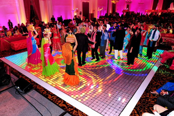 http://www.maharaniweddings.com/2011-08-14/1287-flawless-texas-indian-wedding-by-schwartz-and-woodward