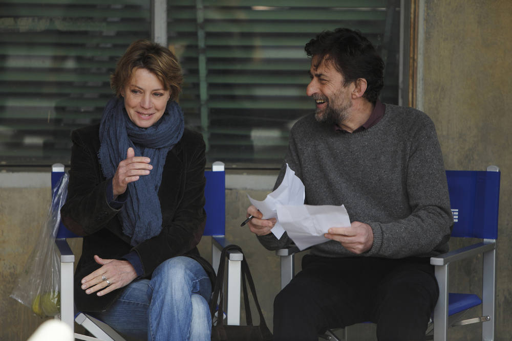 Margherita Buy and Nanni Moretti discuss the  Mia Madre  script on set.