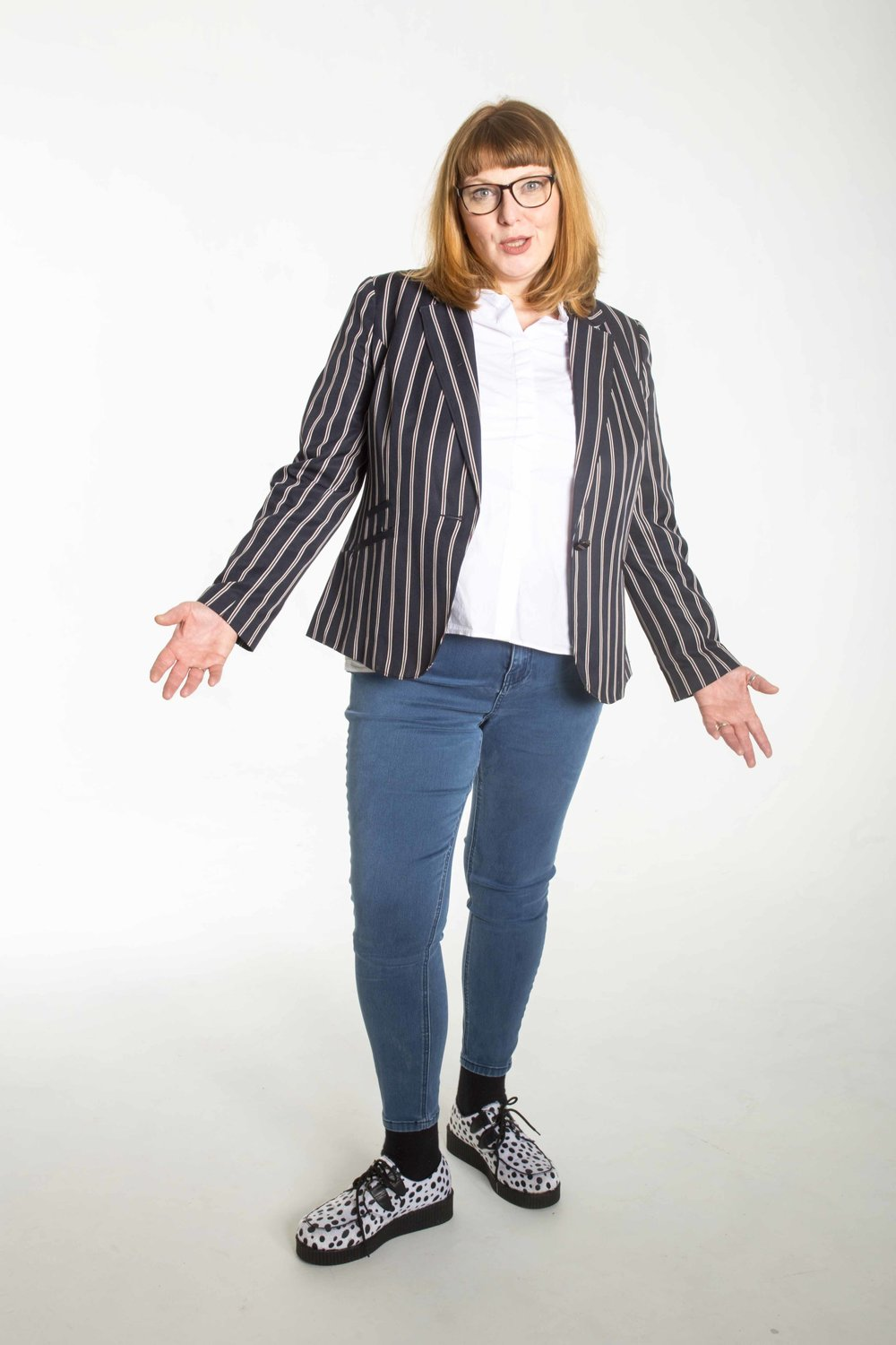 NINA GILLIGAN Award-winning comedian Nina Gilligan exploded on to the comedy scene in 2011and is now a regular on the UK circuit performing at clubs and venues all over the UK. She was a finalist in English Comedian of the Year 2016.