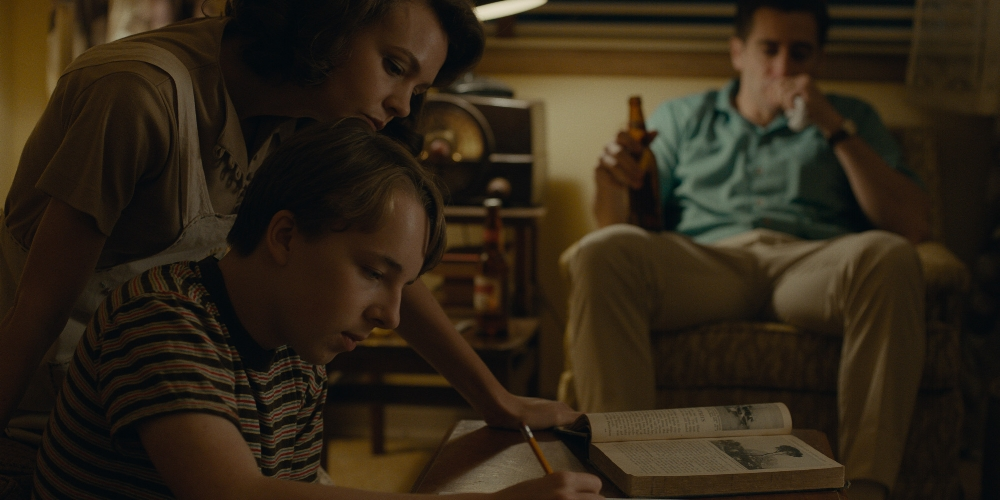 Carey Mulligan, Ed Oxenbould and Jake Gyllenhaal in  Wildlife  (2018)