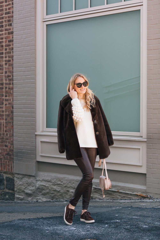 JuliaDags_StephanieTrotta-TheGirlGuide.jpg