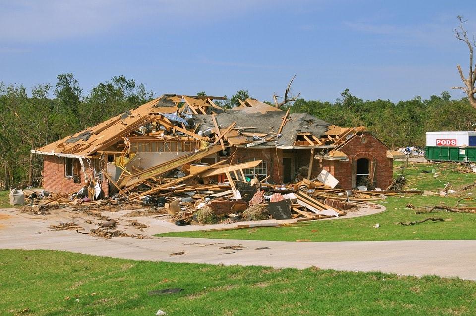 tornado-destruction-618718_960_720-min.jpg