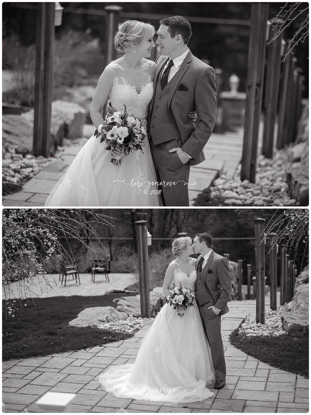 lgphotographylorigenerosetheinnatpoconomanorpaweddingvenuebridegroomkissblackandwhite.jpg