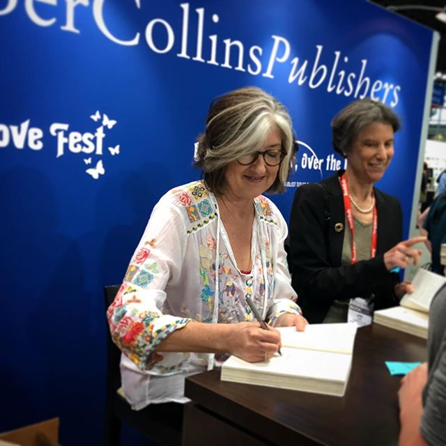 Hello Barbara Kingsolver!  Looking forward to reading your newest #unsheltered  @bookexpo #bookexpo2018 @harpercollinsus