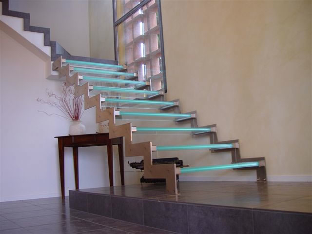glass-staircase-with-LEDs.jpg