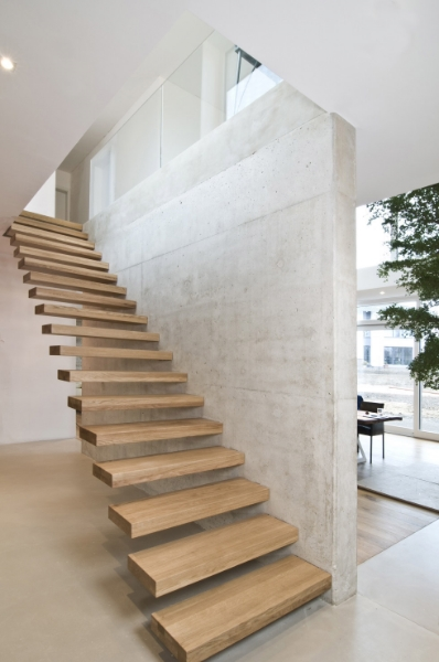 cantilevered_stair_wood_tread_4.jpg