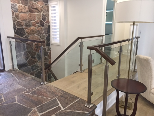 We used the Bezdan Squareline stainless steel posts & hardware with 12mm clear tempered glass. The 1-1/2 x 2-1/2 rectangular oak railing was added to the stainless steel flat saddles.  Job location: Barrie, ON.