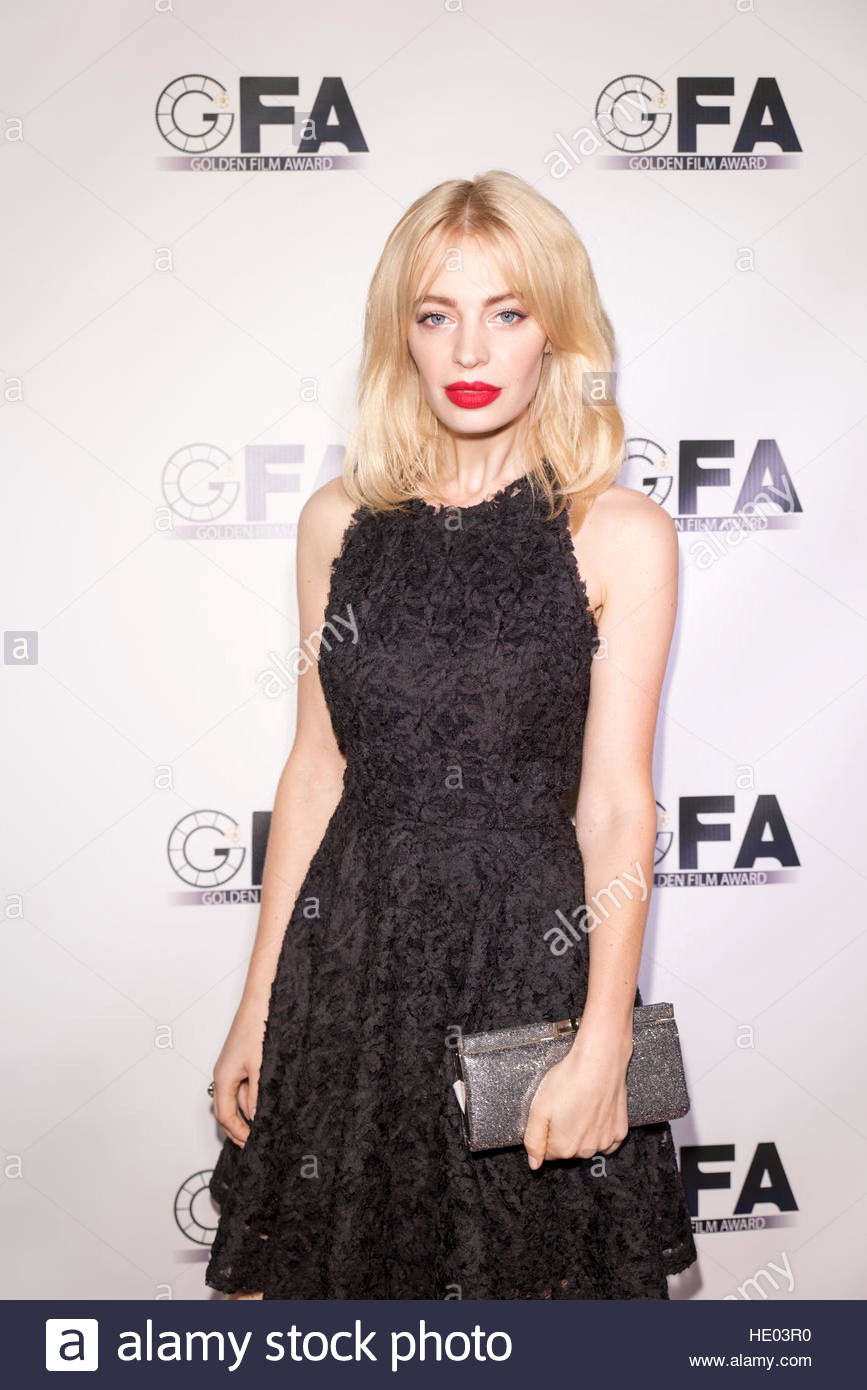 los-angeles-usa-14th-dec-2016-chloe-farnworth-attends-at-ushiff-golden-HE03R0.jpg