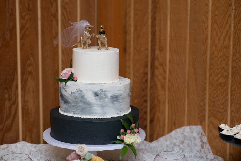 Black and White Wedding Cake.jpg