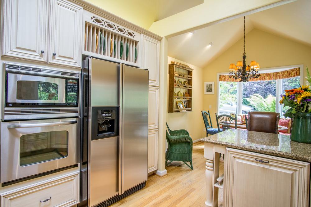 Torres11th-int-kitchen2.jpg
