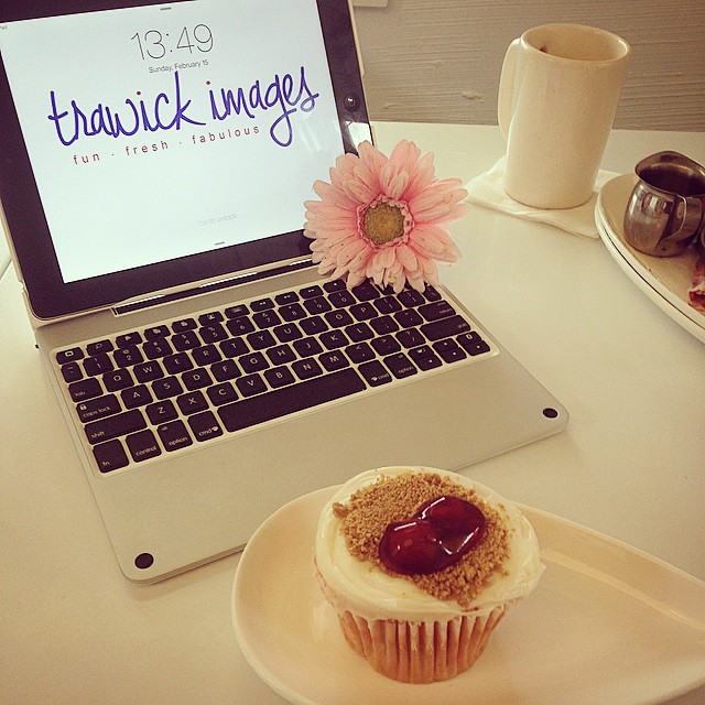 Meetings_are_always_better_with__sarasaracupcakes__client__photography.jpg