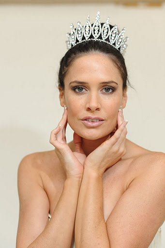 CARIN HILLMAN  Mrs Australia International 2010