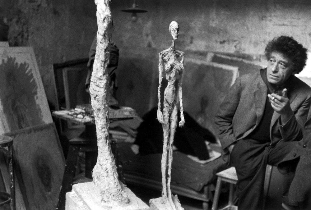Kipar Alberto Giacometti v svojem ateljeju, Pariz, Francija, 1958 © Inge Morath / Magnum Photos / FOTOHOF archiv
