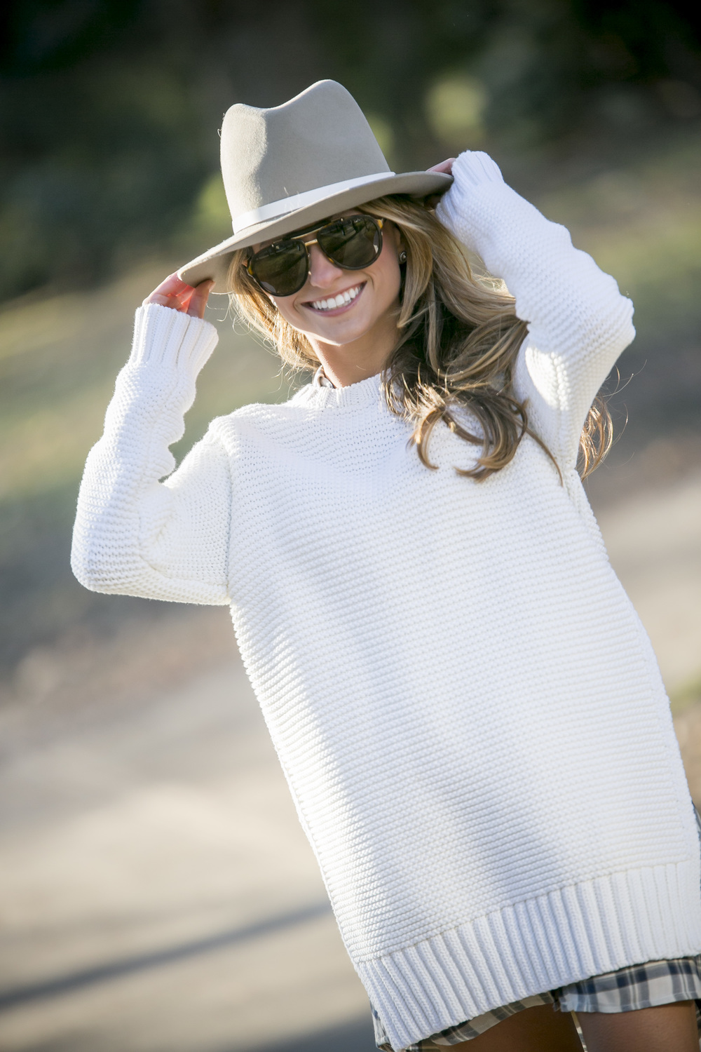 Sweater:Zara|Dress: BB Dakota |Hat:Rag&Bone(  similar  )|Boots: Stuart Weitzman |Bag:Sara Battaglia(  similar here  )    Dino Petrocelli Photography