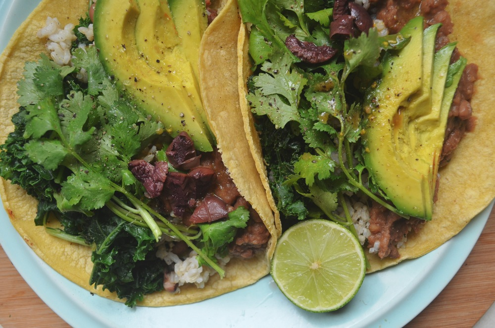 TACO TUESDAY // RECIPE FOR SPICY VEGAN REFRIED BEANS ...