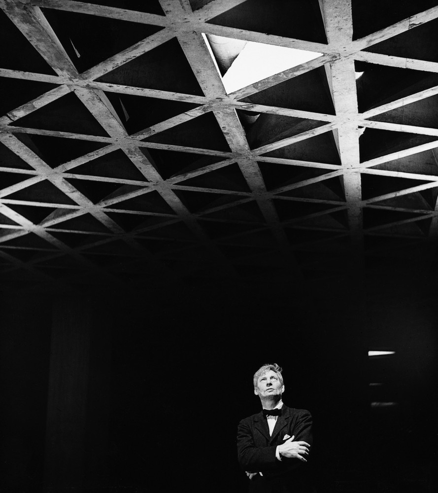 Louis Kahn looking at his tetrahedral ceiling in the Yale University Art Gallery. Image © Lionel Freedman via ArchDaily.