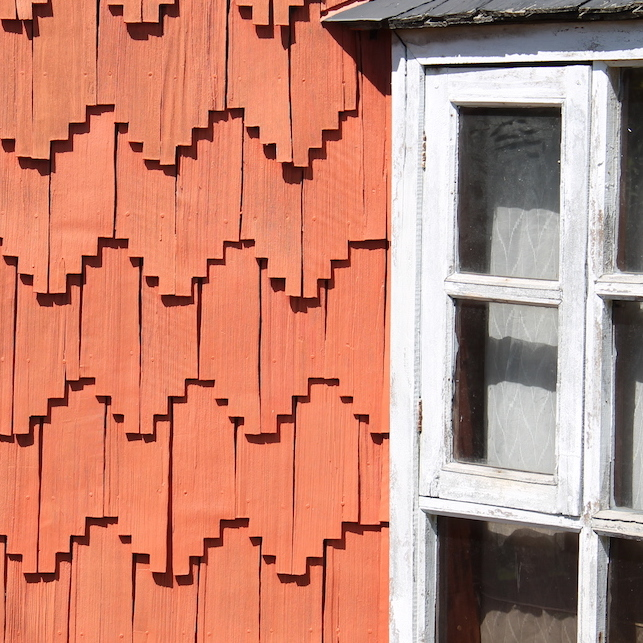 Shingles painted red on a house in Chiloé. ©Jose Ferri.