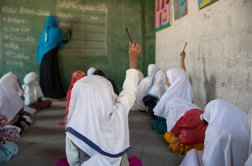 Students at the Kachra Kundi School in Karachi, Pakistan. © Kelly Wenzel for Photographers Without Borders