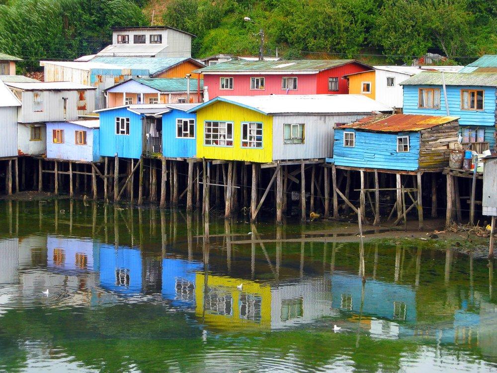 Houses on wooden stilts located in the Castro area of Chiloé.©Christian Córdova.