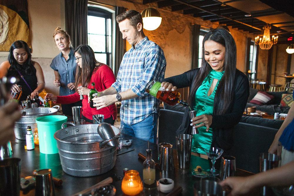 Drink Slingers Austin Cocktail Class - Mix
