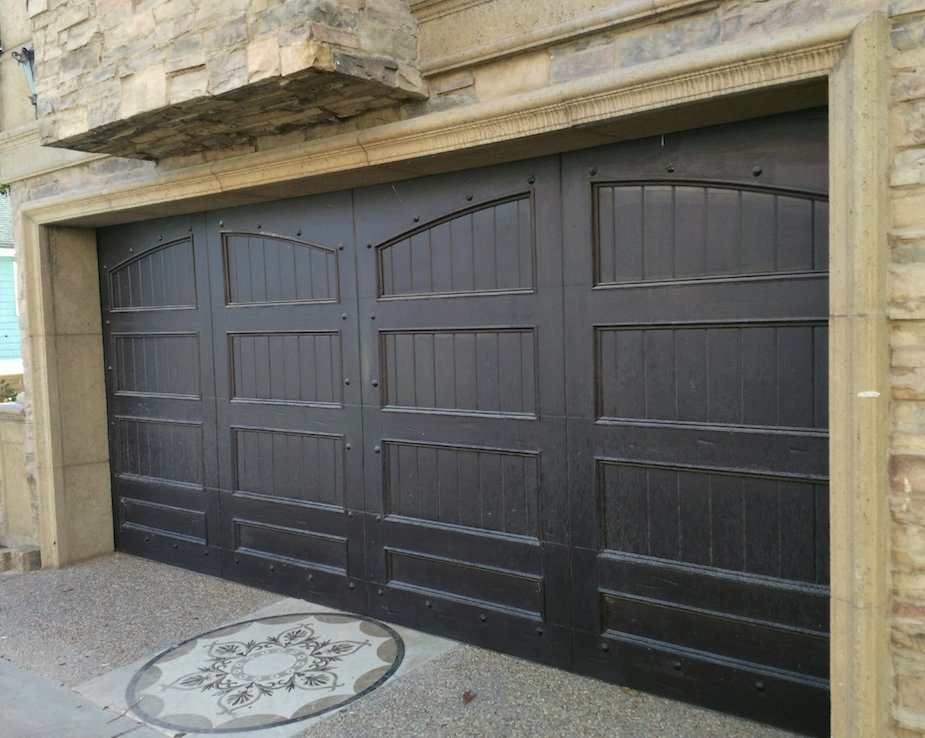 Wooden garage door - Los angeles.jpg