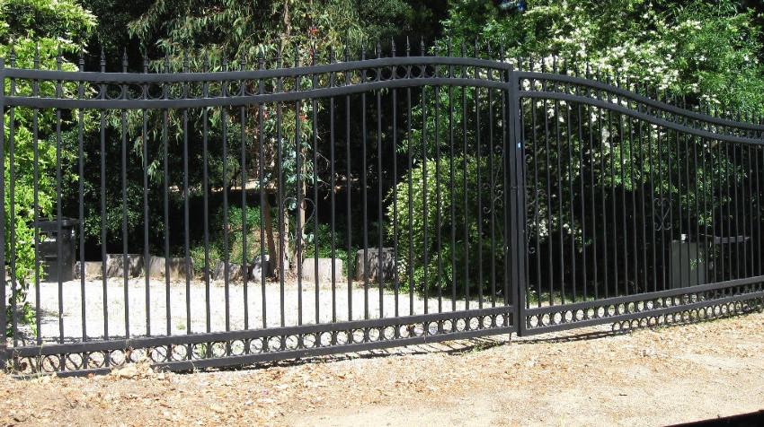 Steel - iron- Driveway gate - 90291.JPG