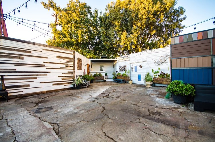 Fence And Gate Showroom Los Angeles 90016