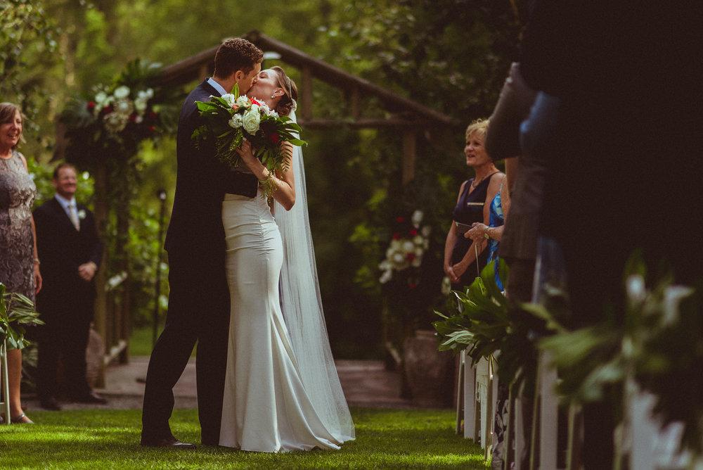 BEST_CHICAG_WEDDING_PHOTOGRAPHER_ZOE_RAIN_-65.jpg