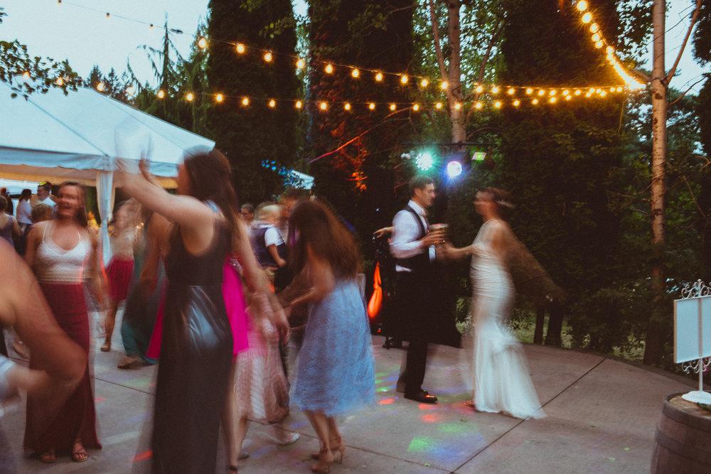BEST_CHICAG_WEDDING_PHOTOGRAPHER_ZOE_RAIN_-126.jpg
