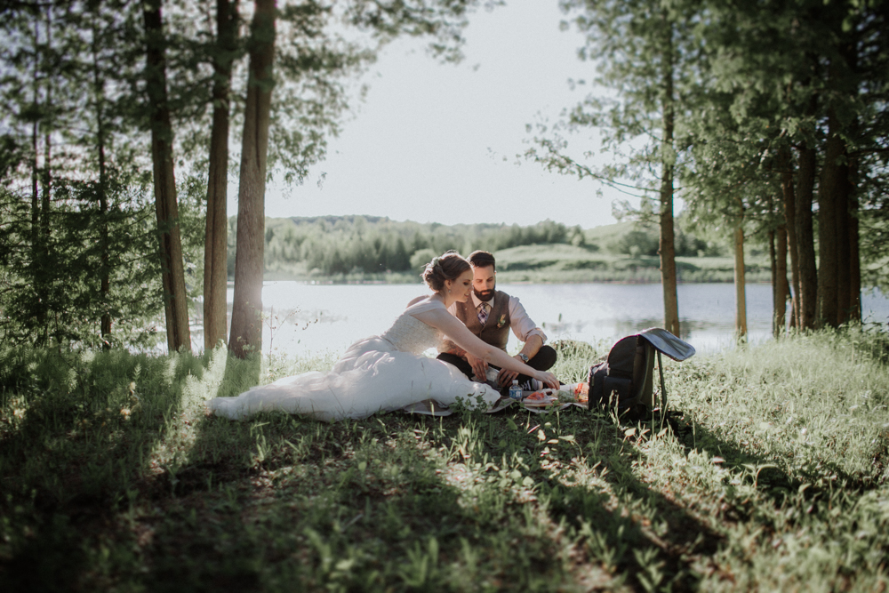Picnic by the Pond. Photography: Agatha Rowland Photography.