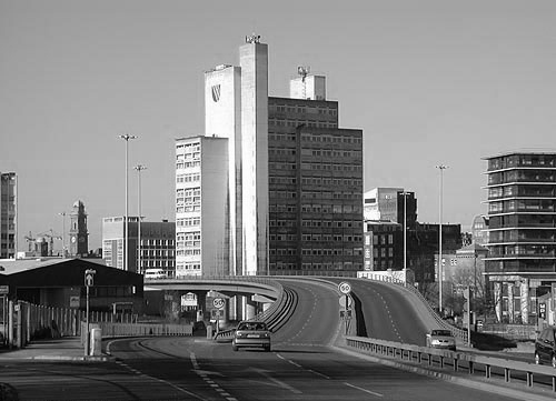 Mancunian_Way_UMISTb&w by And-rew.jpg