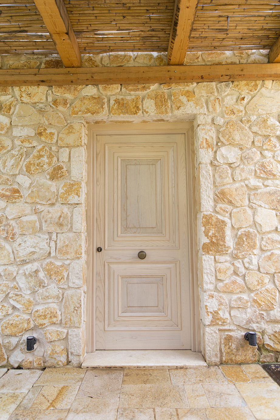 front-door-to-luxury-villa-corfu.jpg