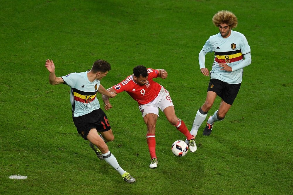 Hal Robson Kanu pulls off the Cruyff turn to great effect at Euro 2016